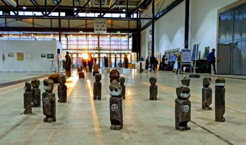 Marco Schukler, 20 aus 20, 2020, Aluminiumguss, Installationsansicht Neue Messe Freiburg, Foto: Marco Schuler
