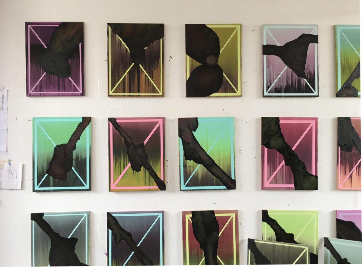 """Klaus Merkel, Hängung aus der Serie """"Tiere"""" an der Wand im Atelier von Klaus Merkel, Foto: Atelier Klaus Merkel"""